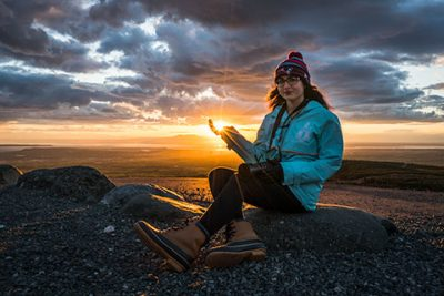 girl holding setting sun starburst in her hand - anchorage photo tour