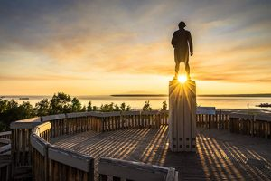 captain cook monument at sunset with starburst - anchorage walking tour