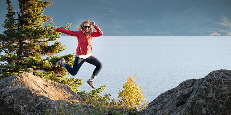 girl jumping of rock on turnagain arm - smartphone photography tour